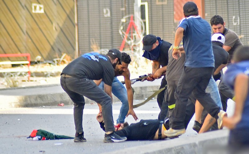 الدماء تسيل مجددا في بيروت.. مقتل وإصابة العشرات في احتجاج لحزب الله