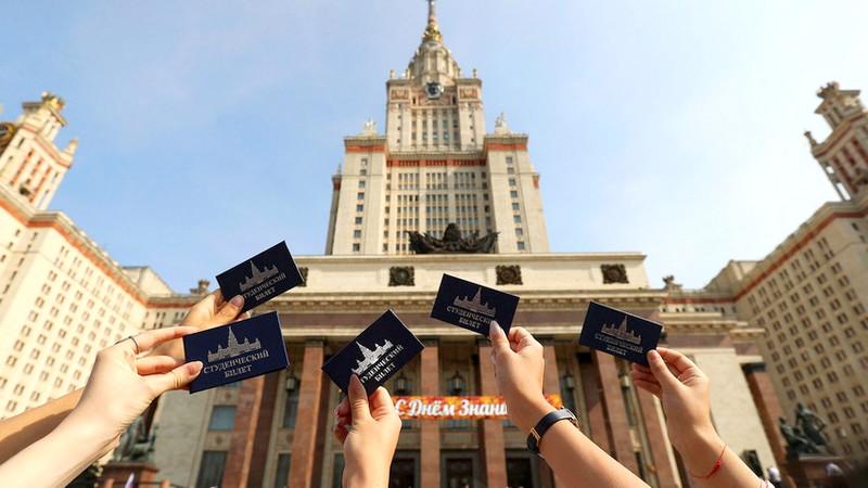 بسبب مشكل التأشيرات.. طلبة مغاربة بروسيا يطلقون نداء استغاثة إلى الملك
