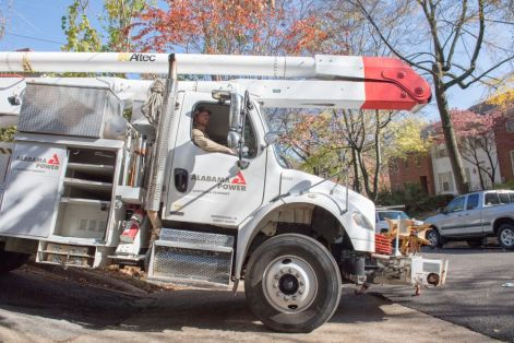 Alabama Power crews restore outages after storm damage. (Phil Free/Alabama NewsCenter)