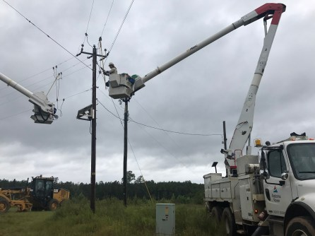 Alabama Power crews restore power near Wedowee. (Jacki-Lyn Lowry / Alabama NewsCenter)