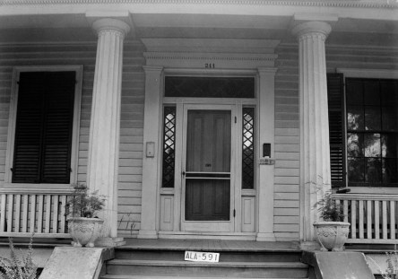 Main entrance of the Hart-Milton House taken during the 1935 Historic American Buildings Survey. (Photograph by W.N. Manning, Library of Congress Prints and Photographs Division)