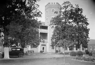 Mount Vernon Arsenal, Old Barracks Building, 1935. (Photograph by E.W. Russell, HABS, Library of Congress Prints and Photographs Division)