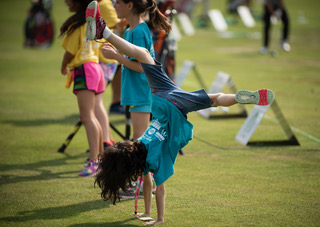 The Alabama Power Junior Clinic each year gives students a chance to interact with, and learn from, PGA pro golfers. (Chris Jones/Alabama NewsCenter)