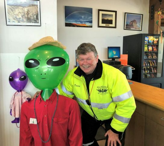 Baker meets a new friend at the New Mexico Welcome Center in Moriarty, New Mexico. (Danny Baker)