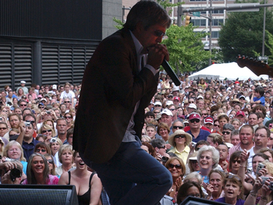 "Birmingham native and ""American Idol"" winner Taylor Hicks performs in June 2006 at City Stages, an annual Birmingham concert festival that ran from 1989 to 2009. (From Encyclopedia of Alabama, courtesy of The Birmingham News, photograph by Linda Stelter)"