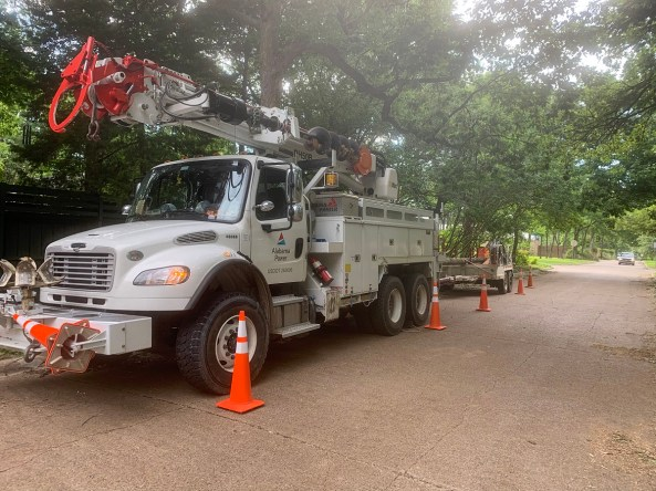 Alabama Power crews work to restore power after a windstorm left thousands without electricity in the Dallas area. (Jim McCarthy)