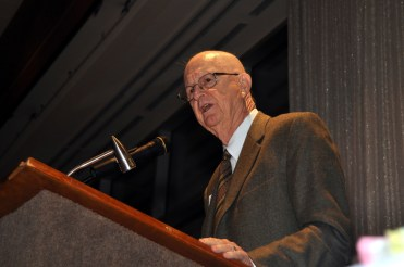 Gene Bartow speaking at the Athletics Hall of Fame Banquet, 2009. (The University of Alabama at Birmingham)