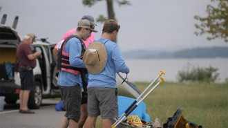 A team of racers prepares to get in the water prior to the start of the Great Alabama 650. (Dennis Washington / Alabama NewsCenter)
