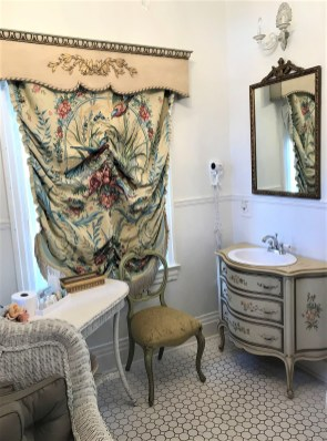 The powder room in the Garden View room. (Donna Cope/Alabama NewsCentre)