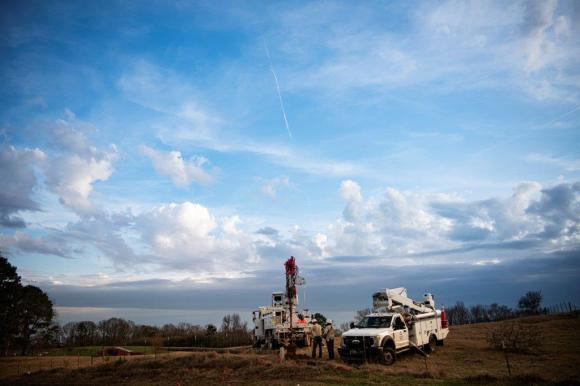 Alabama Power crews have restored power to those who can receive it following the deadly storms that caused outages throughout the state on January 11. (Phil Free / Alabama NewsCenter)