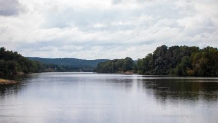 The Coosa River runs through Neely Henry Lake in East Alabama. (Dennis Washington / Alabama NewsCenter)