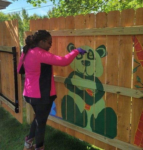 Students in Prattville Christian Academy's art class decorated the fence with paintings of animals and flowers. (Lisa Knight / Alabama NewsCenter)