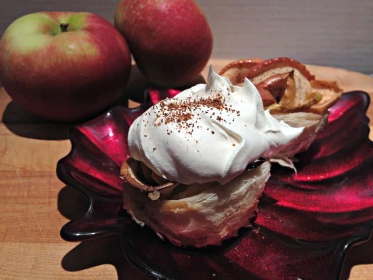 apple rose on leaf plate