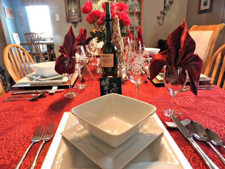 A fun romantic tablesetting for a Palentines day dinner