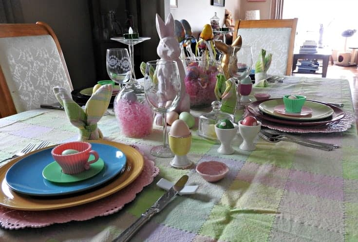 easter place setting with pink chargers and bunnies