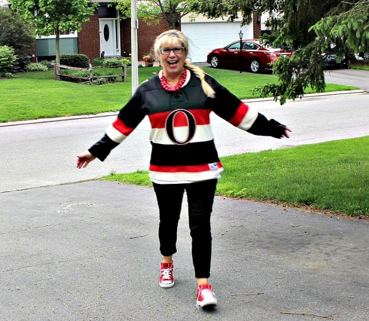 Ottawa Senators Jersey with black pants and red converse