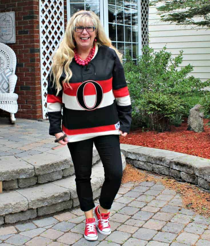 Ottawa Senators Jersey with black pants and red converse 5