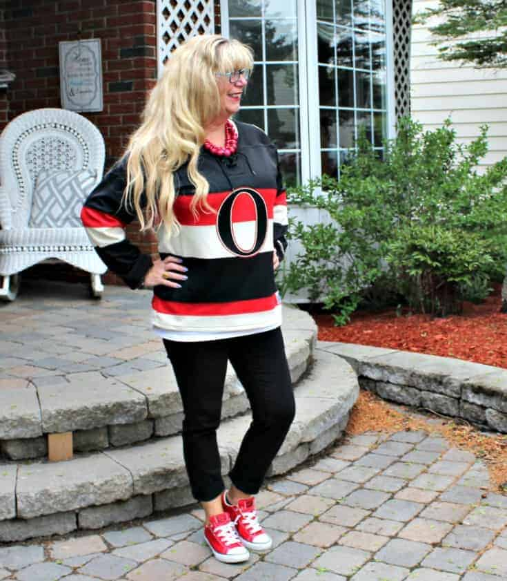 Ottawa Senators Jersey with black pants and red converse 4