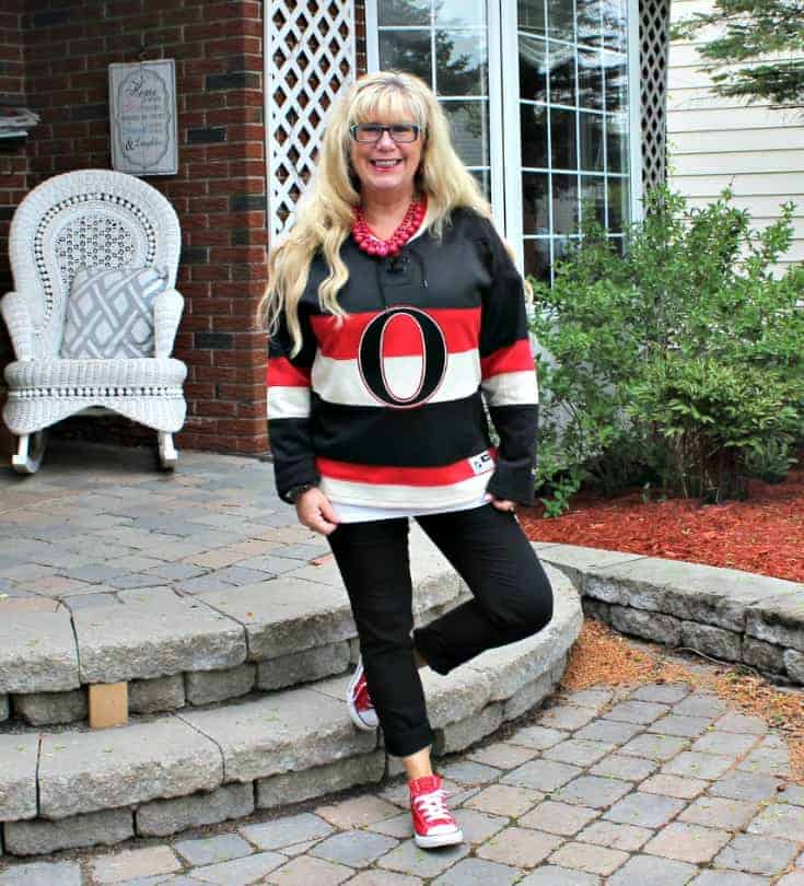 Ottawa Senators Jersey with black pants and red converse 3