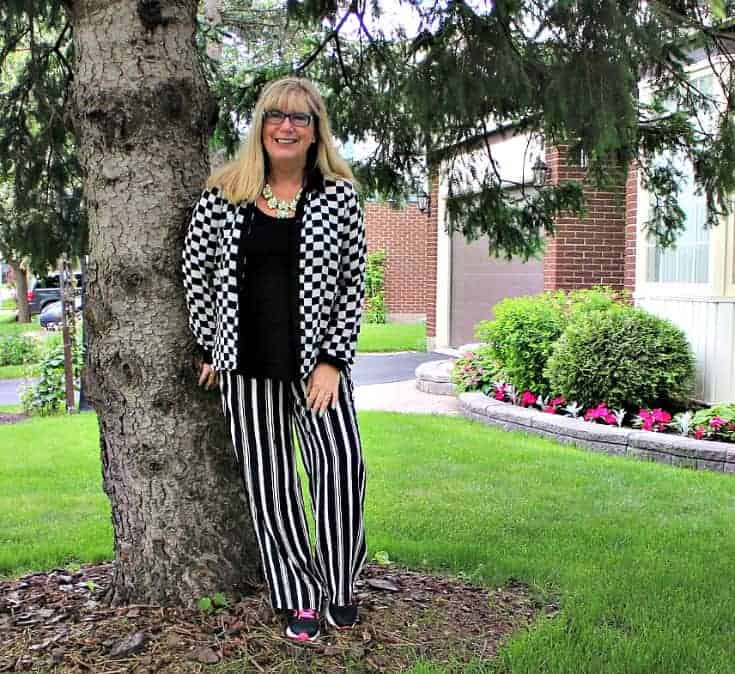 Checkes and Stripes in a flowy outfit with Neon Nike sneakers and a fun yosa necklace 4