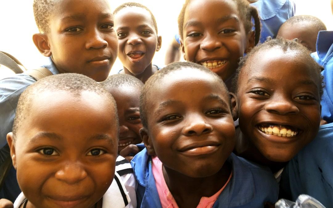 Sostieni con noi la scuola materna e primaria del quartiere PK16 di Douala in Cameroun. Dona il tuo 5×1000