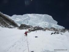 Downclimbing below the K2 infamous ice serac