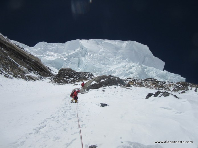 Downclimbing below the K2 infamous ice serac