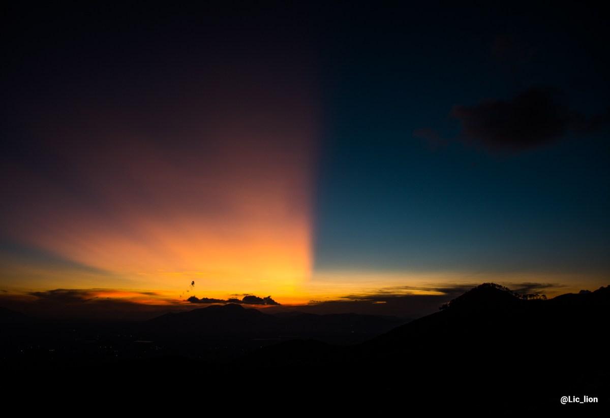 Mágico atardecer visto desde una pequeña montaña en Actopan, Hidalgo, México.