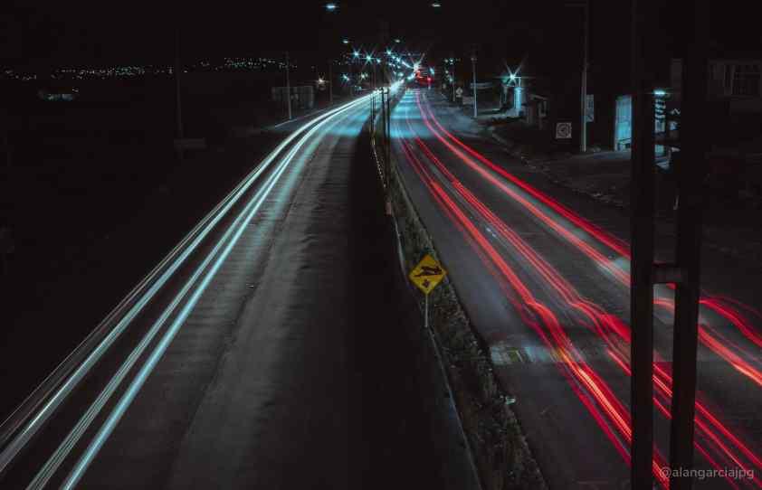 Fotografía de larga exposición de automóviles