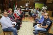محافظ المنوفية يستقبل وفد وزارة الصحة بمكتبه