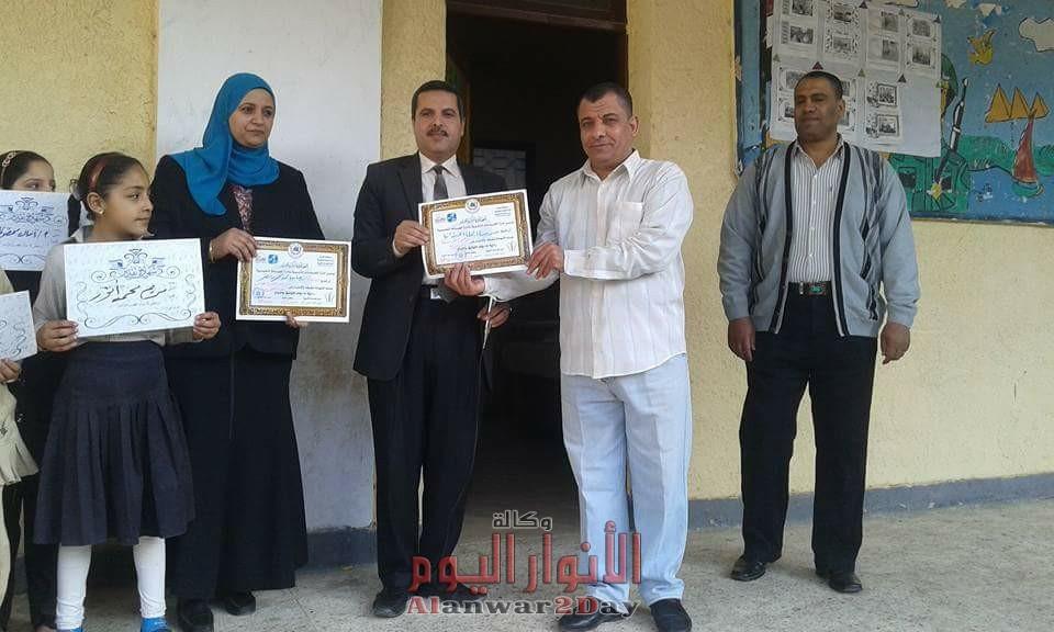 برعاية طارق عطية مدير عام الإدارة التعليمية بالعياط وحسين عمران وكيل الإدارة تكريم أوائل الطلبة بمدرسة الجملة الإبتدائية.