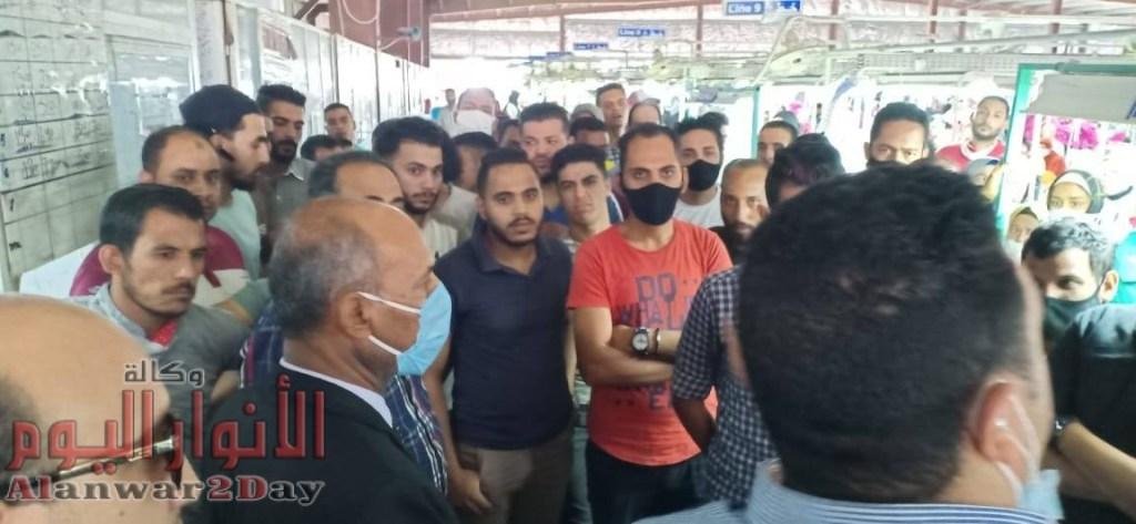 بــالــصــور…القوى العاملة: فض وقفة إحتجاجية لـ 850 عاملاً بمصنع ملابس بالإسماعيلية