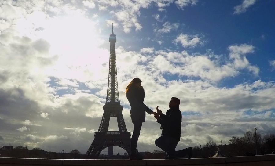 Propuesta de matrimonio en París