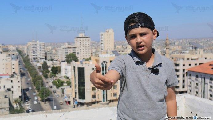 """طفل فلسطيني يغني الراب: """"السلام لكل العالم"""""""