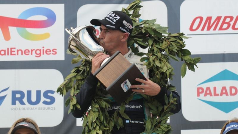 Pernia se llevó la tercera victoria del año en Alta Gracia, con un final polémico