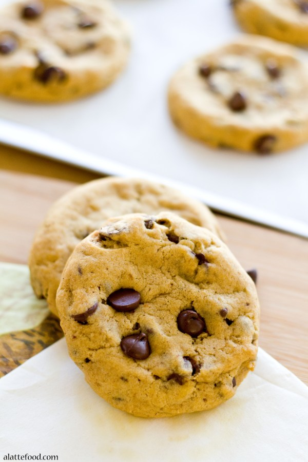 Thick and Chewy Pumpkin Chocolate Chip Cookies | www.alattefood.com/