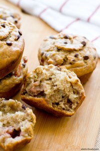{Skinny} Strawberry Banana Chocolate Chip Muffins | A Latte Food