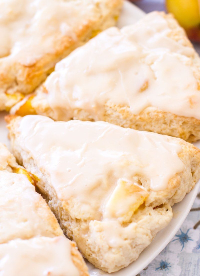 These easy Peach Pie Scones taste just like peach pie! Peaches 'n Cream Scones are the perfect summer breakfast or summer brunch recipe! With their sweet vanilla glaze, these peach cream scones taste like they have a scoop of vanilla ice cream on top! peach pie, peach scones, peach scone recipe, peaches and cream scones