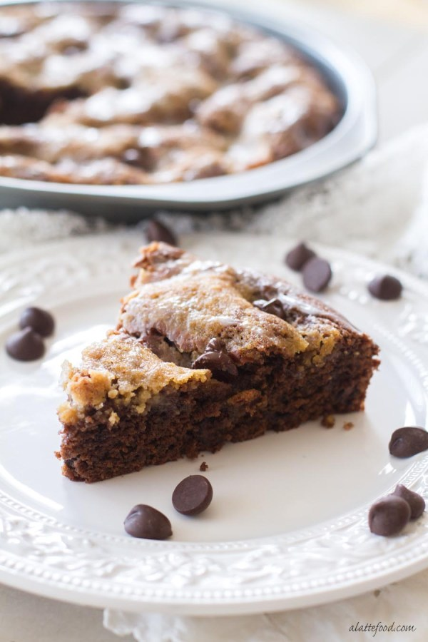 This dark chocolate toffee coffee cake is the best excuse to have chocolate for breakfast. Rich and chocolatey, this coffee cake recipe is perfect any time of the day! | www.alattefood.com