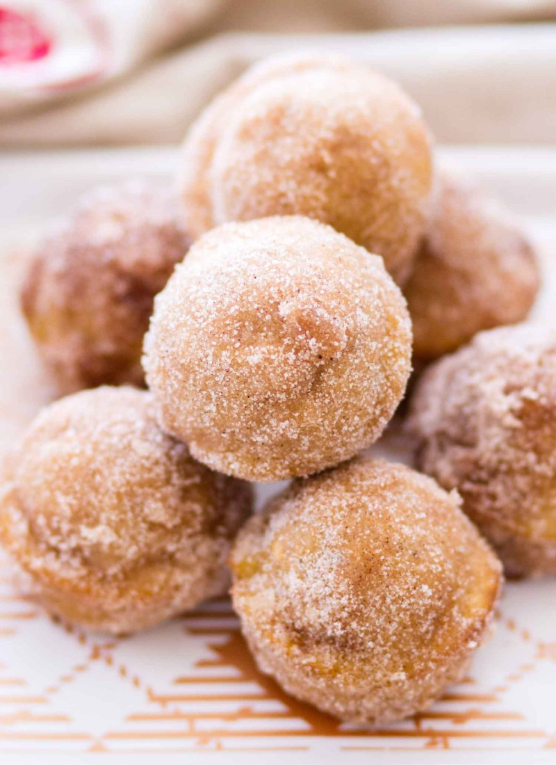 These homemade Cinnamon Sugar Pumpkin Donut Holes are sugar, spice, and absolutely nice! Baked Pumpkin Donut Holes are such a quick and easy fall dessert, and would make a perfect fall breakfast recipe! #pumpkin #recipe #fall #donut #dessert