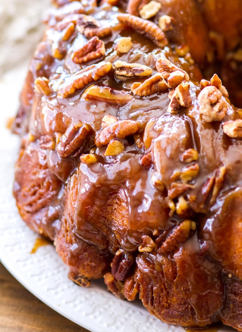 how to make monkey bread, maple pecan monkey bread