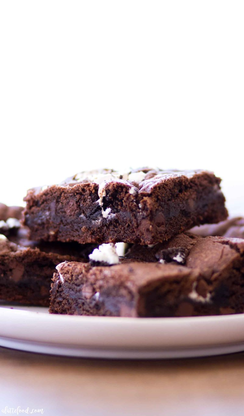 chocolate fudge cookie bars with marshmallow