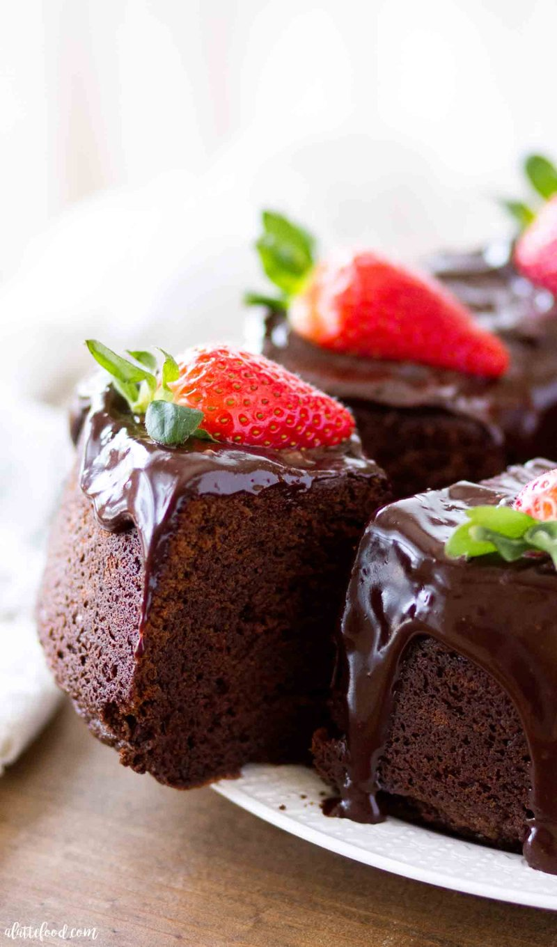 Easy chocolate pound cake recipe that's topped with ganache and fresh strawberries.