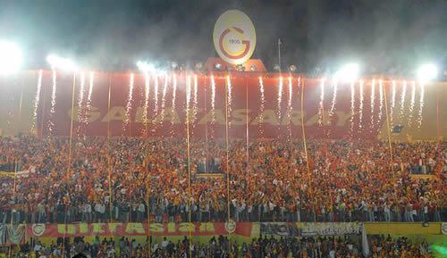 Galatasaray Seyircisi Yerine Ceza Takıma