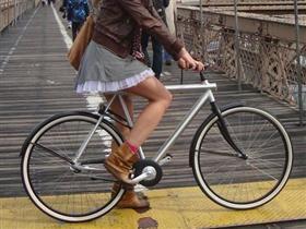 """New York Polisi: """"Bisiklet binmek için çok seksisin!"""""""