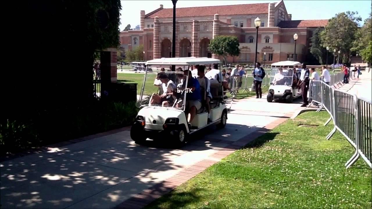 Real Madrid oyuncularını taşıyan golf arabası bayan taraftara çarptı