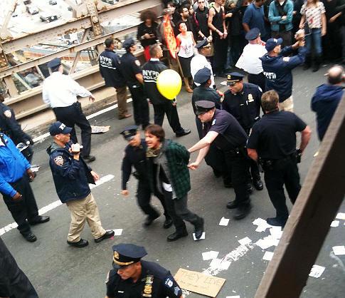 ABD'de köprü işgali: 700 gözaltı
