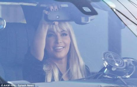 kim-kardashian-inside-car