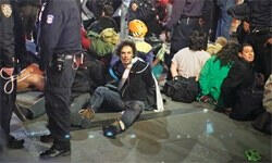 Wall Street işgalcilerine polisten yine izin yok