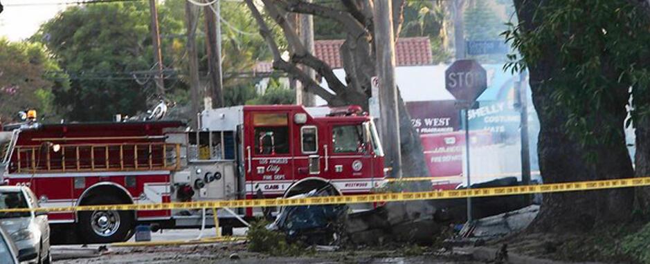 Los Angeles'ın göbeğine uçak düştü